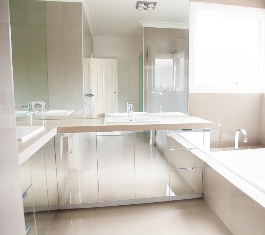 Bathroom mirrors belfast glass mirrors for Glass mirrors for bathrooms